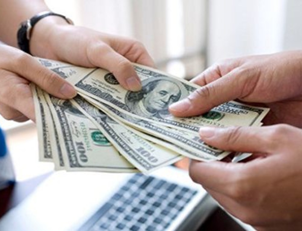 Jaký je rozdíl mezi hotovostní a nehotovostní půjčkou a jaké jsou výhody a nevýhody?